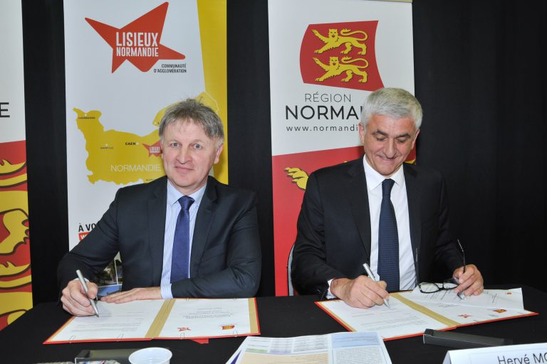 signature-de-contractualisation-de-territoire-avec-herve-morin-president-de-la-region-normandie